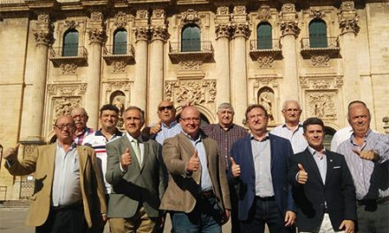El alcalde anima a los jiennenses a que apoyen al Real Jaén en su ascenso a Segunda B