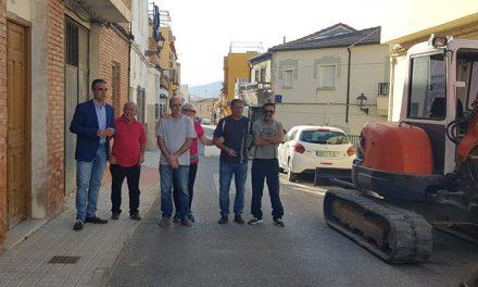 """El Ayuntamiento instala pasos elevados reductores de velocidad para """"disuadir a los conductores del exceso de velocidad"""""""