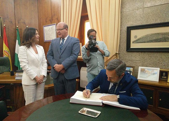 """El alcalde destaca la """"coordinación"""" con la Junta de Andalucía para sacar adelante y dotar de presupuesto proyectos necesarios para la ciudad"""