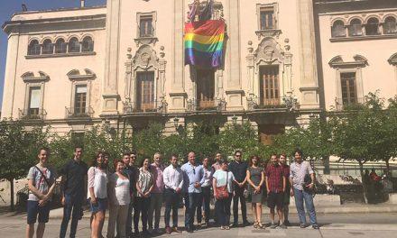 El alcalde muestra su apoyo al colectivo en el Día Internacional del Orgullo LGTBIQ