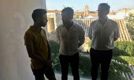 El alcalde plantea dar un uso cultural y juvenil a la casa de los artistas para dinamizar el casco antiguo y el barrio de San Juan