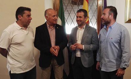 El alcalde recibe a la directiva del Jaén Fútbol Sala Paraíso Interior para conocer su proyecto de cara a la temporada 2019/2020