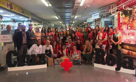 El Ayuntamiento aplaude la alianza entre Cruz Roja y el Mercado de Peñamefécit para promocionar y reconocer la labor social de los voluntarios
