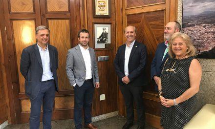El alcalde subraya que la Cofradía de Nuestro Padre Jesús forma parte de la identidad de Jaén y remarca su valiosa vertiente social y cultural