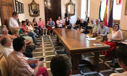 El alcalde reúne a las asociaciones de vecinos integradas en OCO y remarca su voluntad de caminar unidos en la mejora de los barrios