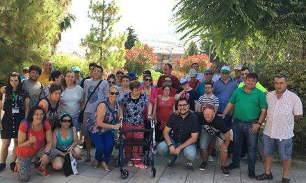 Alumnado del centro ocupacional La Peña y residentes de la RACO Virgen de la Villa participan en un taller medio ambiental
