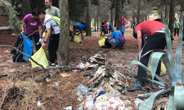 Cuarenta voluntarios participan en una jornada de limpieza del parque periurbano