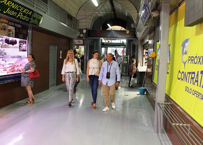 El Ayuntamiento colabora con los empresarios de la plaza de abastos para llevar los desfiles de moda de la Jaén Fashion Week al Mercado de San Francisco