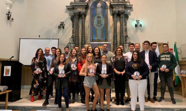 El Ayuntamiento de Martos rinde homenaje a 12 docentes que se han jubilado y a 24 estudiantes por sus expedientes académicos