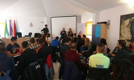 Decathlon presenta en el IMEFE al equipo de 50 personas que trabajará en la tienda que la firma abrirá en el centro comercial «Jaén Plaza»