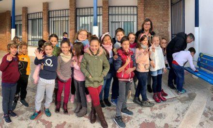 El colegio Virgen de la Villa estrena un 'banco de la amistad'