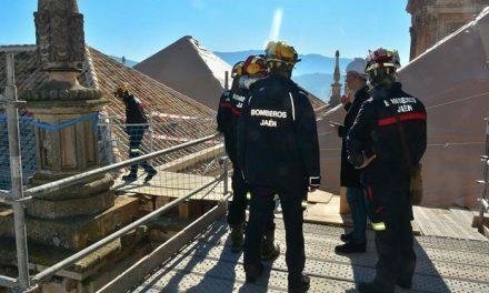 Los Bomberos comienzan los trabajos del plan para prevenir y responder ante catástrofes que afecten a la Catedral
