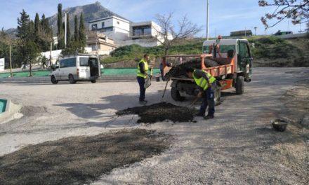 El Ayuntamiento destina 7,5 toneladas de asfalto en frío en la ejecución de un plan de bacheo integral en Martos