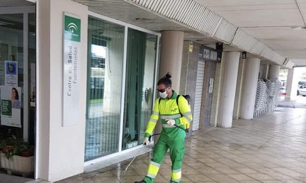 El Ayuntamiento de Jaén aumenta la frecuencia de las labores de limpieza atendiendo de forma especial el entorno de los centros hospitalarios, centros de salud, mercados y supermercados