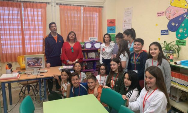 Igualdad inaugura rincones violetas en las bibliotecas de los centros educativos