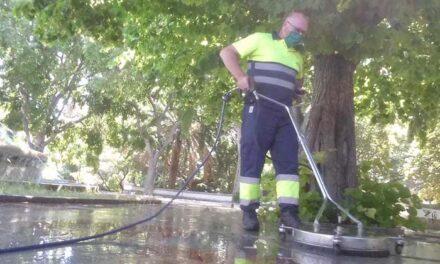 El Ayuntamiento de Jaén se afana en la limpieza y baldeo de todos los barrios de la capital