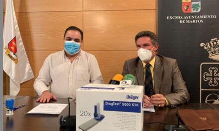 El Ayuntamiento de Martos y Tráfico firman un convenio para poder poner en marcha la herramienta del 'drogotest'