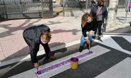 Pasos de peatones que conciencian en la lucha por la igualdad