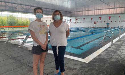 Un total de 150 estudiantes del Virgen de la Villa participa en actividades en la piscina cubierta