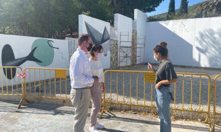 Comienza el proceso de creación del mural que embellece el Parque de la Fuente de la Mimbre