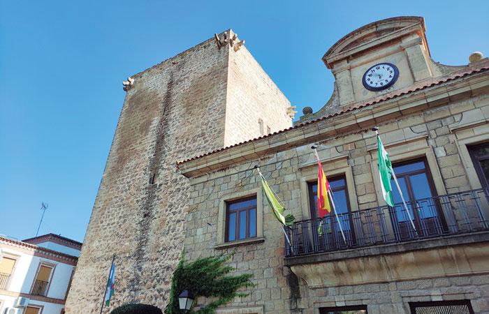 Torre del Homenaje del antiguo castillo de Mengíbar, atalaya bajomedieval a la orilla del Guadalquivir